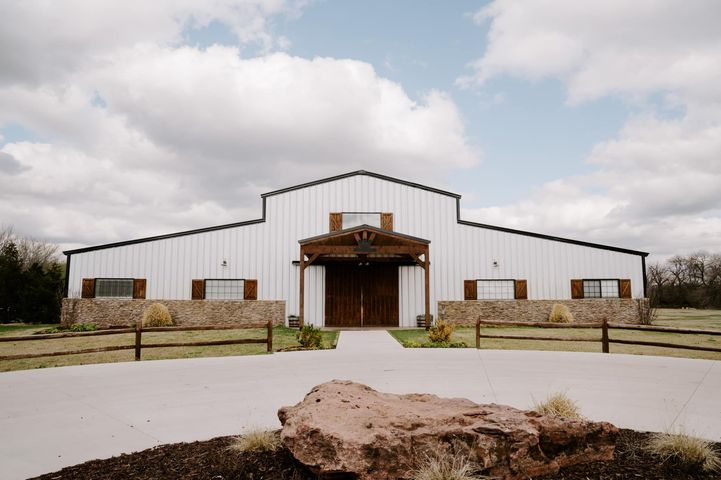 We will be at Broken Horn Ranch's 5th Anniversay Open House today from 1:00-4:00 pm!! Come tour this amazing venue, meet...