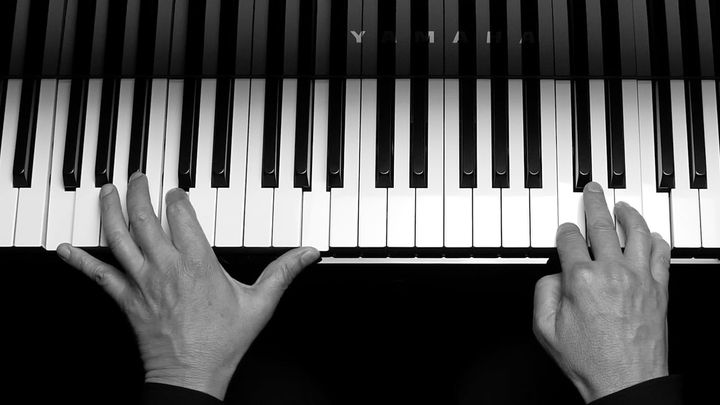 If you want to learn piano, Simply Music is the way to go!