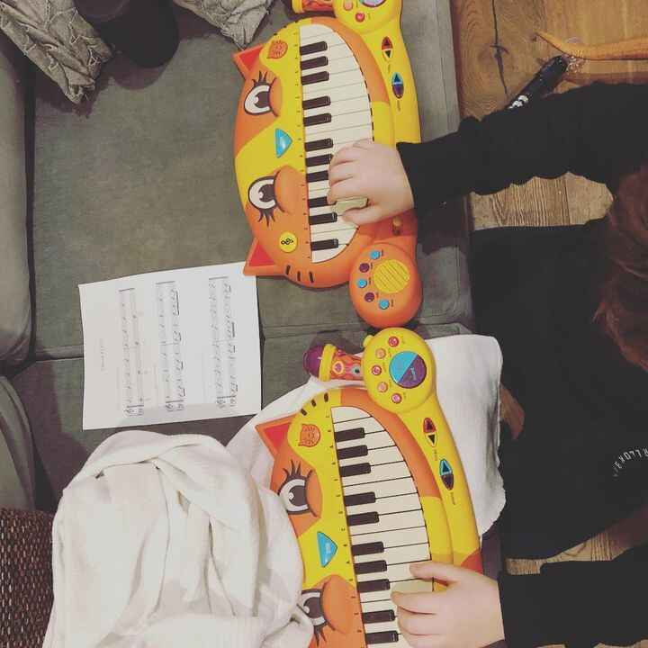 WHAAAT double #catpiano 🐈🎶❤️🎶🐈#musiclessons #brooklynkids #brooklynmusiclessons #pianolessons #playmusicnyc #playmusic #...